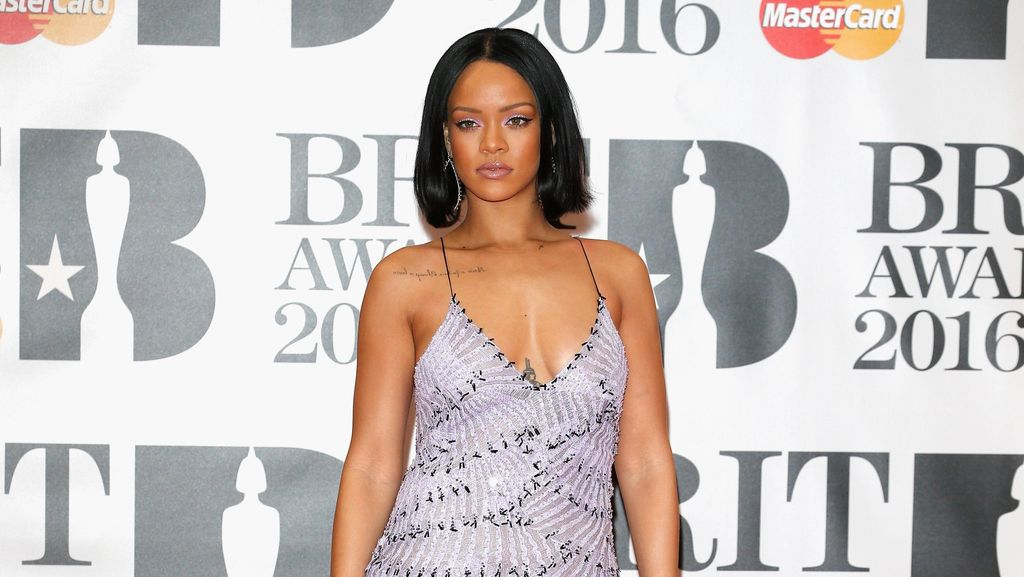 Foto: Selebriti Berbusana Terbaik di BRIT Awards 2016