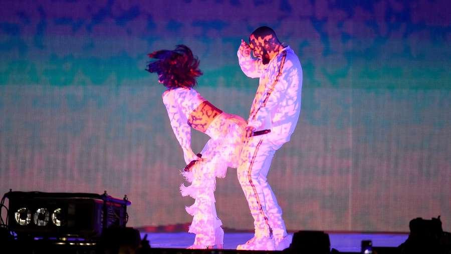 Rihanna Twerking di BRIT Awards 2016
