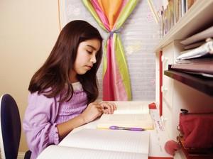 Iming-Imingi Anak Hadiah agar Rajin Belajar, Yay or Nay?