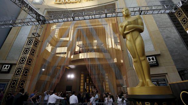 Piala Academy Awards mengingatkan seorang anggota AMPAS pada pamannya yang bernama Oscar.