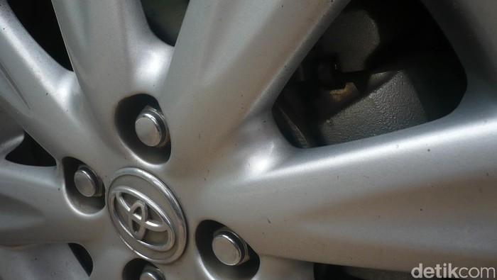 Roda dan Rem Mobil