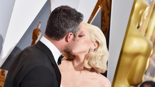 Dunia Serasa Milik Berdua! Lady Gaga Kecup Mesra Taylor Kinney di Oscar