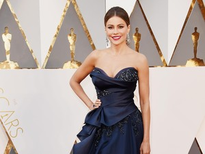Ini Cerita di Balik Gaun Seksi Sofia Vergara di Oscar 2016