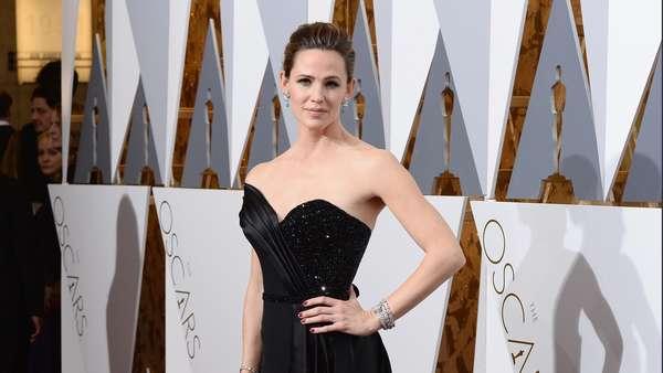 Sederet Bintang Ini Juga Memesona di Red Carpet Oscar 2016 (1)