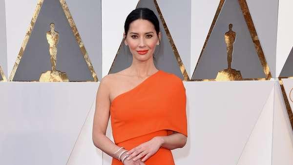 Sederet Bintang Ini Juga Memesona di Red Carpet Oscar 2016 (2)