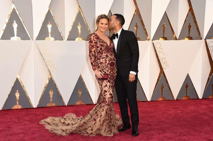 Couple Goals! Kemesraan John Legend dan Chrissy Teigen di Oscar