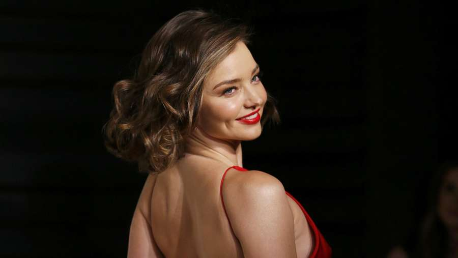 Miranda Kerr, Hot in Red!