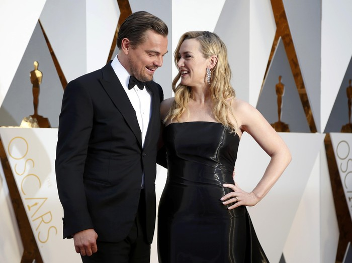 Kate Winslet, nominated for Best Supporting Actress for her role in Steve Jobs, and Leonardo DiCaprio, nominated for Best Actor for his role in The Revenant, arrive at the 88th Academy Awards in Hollywood, California February 28, 2016.    REUTERS/Lucy Nicholson