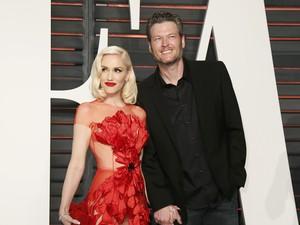 Pakai Cincin di Jari Manis, Gwen Stefani dan Blake Shelton Tunangan?