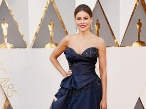 Sofia Vergara Pilih Gaya Klasik untuk Red Carpet Oscar 2016