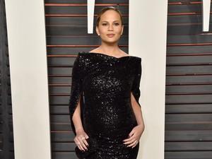 Tren Fashion Oscar: Selebriti Hamil Memukau dalam Balutan Gaun Mengilap