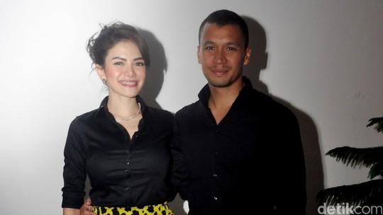 Mesranya! Nikita Mirzani Peluk-peluk Samuel Rizal