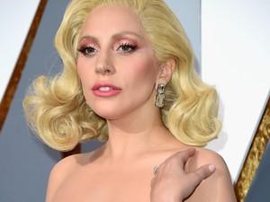 Aksesori Unik Selebriti di Oscar 2016: Cincin Gurita dan Anting Beda Warna