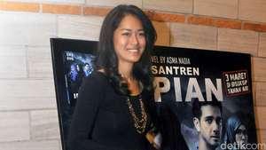 Prisia Nasution Lenggak-lenggok di Catwalk