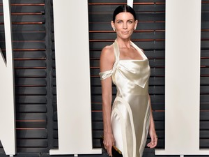 Daur Ulang, Liberty Ross Pakai Gaun Pengantinnya di After-Party Oscar