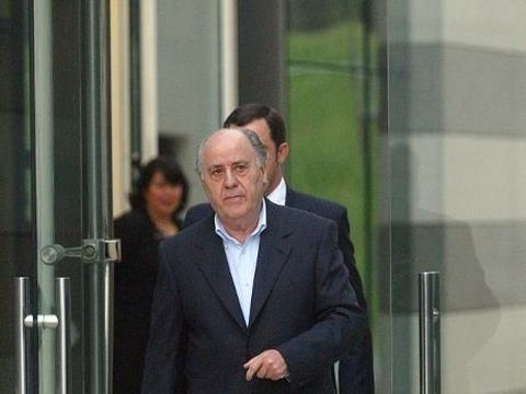 Amancio Ortega, general manager of Spanish textil company Zara, goes out to welcome Uruguayan President Jorge Batlle, in Arteixo, near Coruna, northwestern Spain, 04 February 2004. Jorge Batlle is in Spain for a one-week-long official visit.