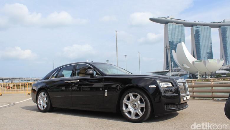 Rolls-Royce Ghost di Singapura (Foto: Dadan Kuswaraharja)
