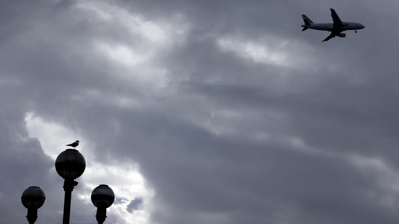 Krisis di Semenanjung Krimea, Pesawat Militer AS Lintasi Ukraina