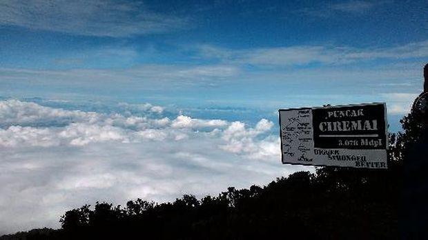 Kawasan puncak Gunung Ciremai.
