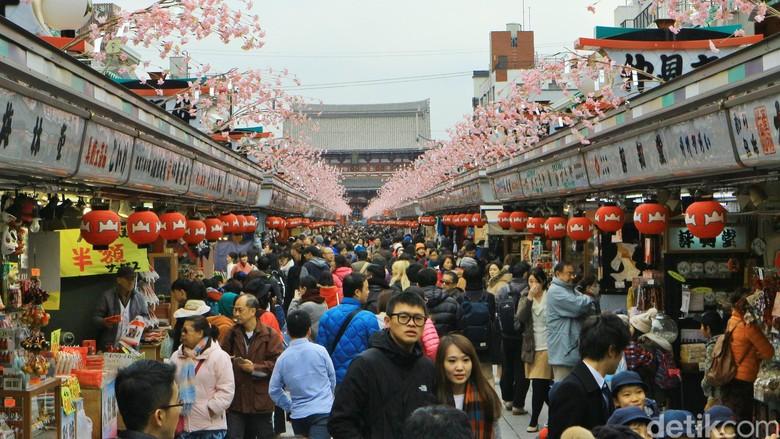 Sensoji Temple di kawasan Asakusa yang merupakan salah satu destinasi unggulan Kota Tokyo.