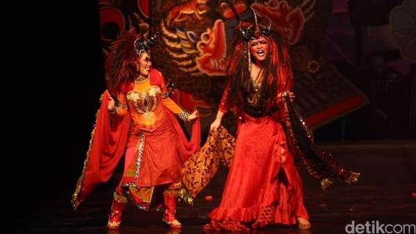 Hiii... Seram! Cornelia Agatha Jadi Ratu Setan di Panggung Teater