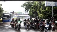 Dear Pemotor, Kalau Hujan Jangan Neduh Sembarangan Ya!