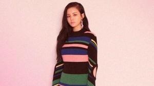 Nyanyikan Lagu Ciptaan Jonghyun, Lee Hi Menangis di Panggung