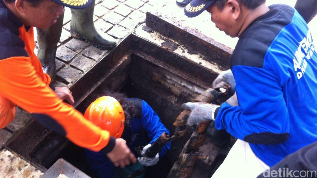 Banjir Jakarta dan Semrawut Kabel Telekomunikasi