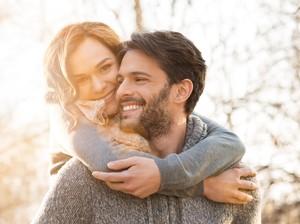 Riset: Orang Ganteng dan Cantik Susah Punya Hubungan Cinta yang Awet