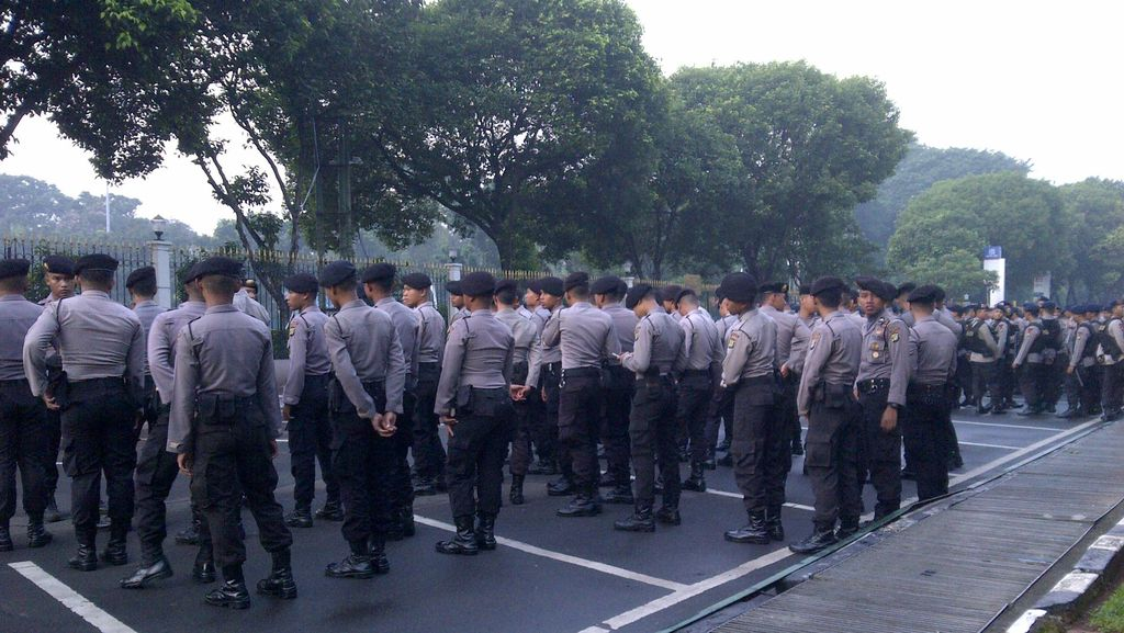 Izinkan Bupati Pakai Seragam Polisi, Kapolres Bombana Kena Tegur