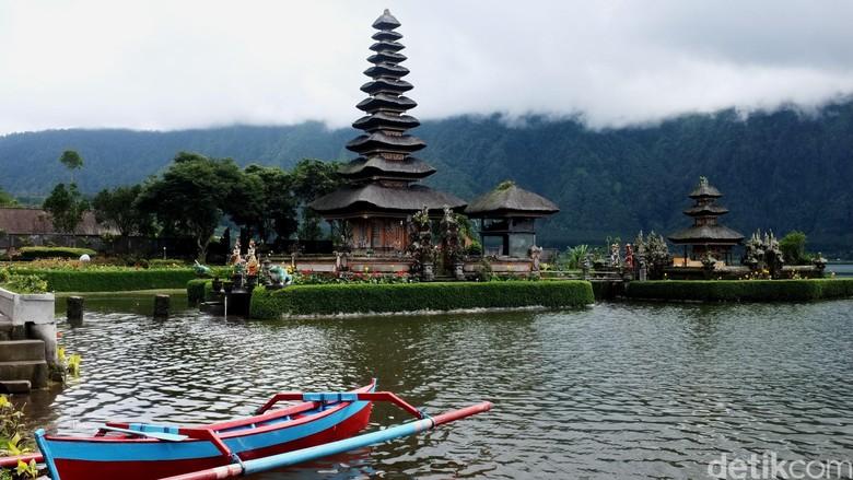 Bedugul Bali merupakan salah satu tempat wisata favorit yang ada di Pulau Dewata. Tempat wisata ini tepatnya terletak di Kabupaten Tabanan, Kecamatan Baturiti, Desa Candi Kuning.