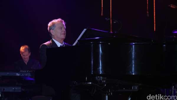 Penampilan Memukau David Foster di Java Jazz 2016