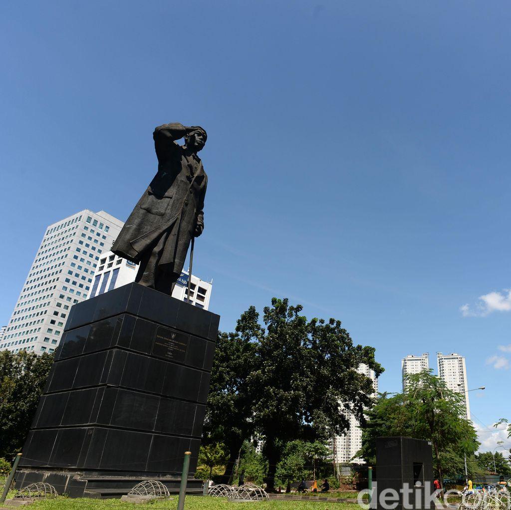Terobos Jalur Busway, Siap-siap Dihadang Patung Jenderal Sudirman