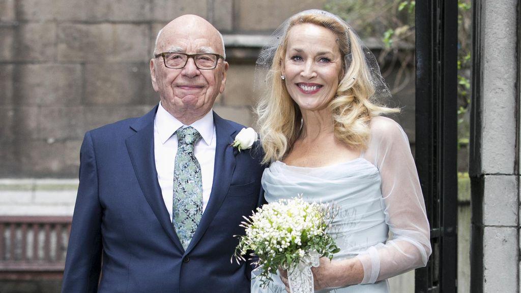 Dinikahi Miliuner Rupert Murdoch, Top Model Jerry Hall Pakai Gaun Sederhana