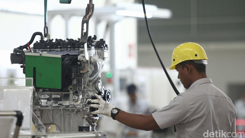 Pabrik mobil Foto: Agung Phambudhy