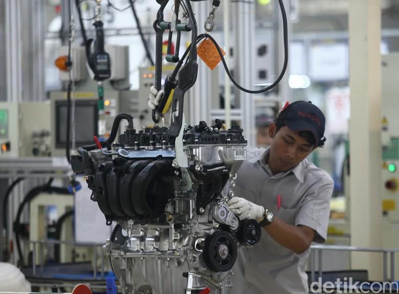 Mesin Toyota tipe R-NR, mesin bensin yang bisa menggunakan bahan bakar ethanol. Foto: Agung Phambudhy