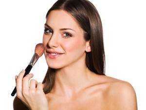 5 Penjelasan Ilmiah Kenapa Wanita Suka Banget Pakai Makeup