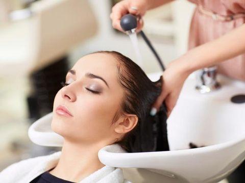Perawatan rambut jelang pernikahan.