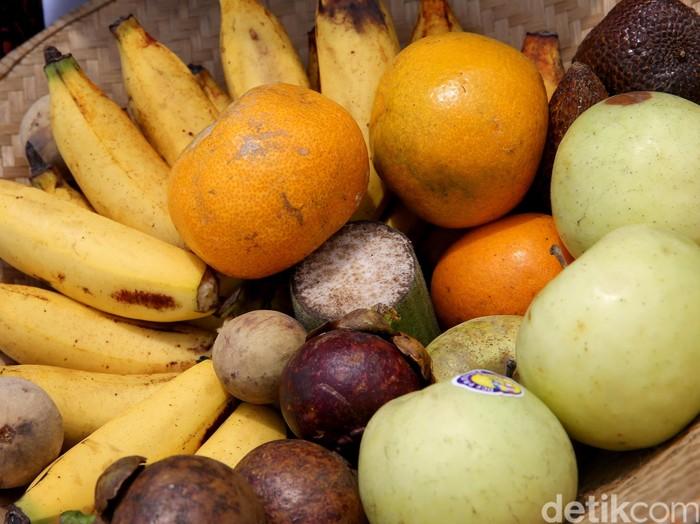 Ilustrasi buah lokal, pisang, jeruk, manggis