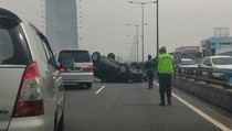 Ada Mobil Terbalik, Tol Sunter Arah Cawang Macet 2 Km