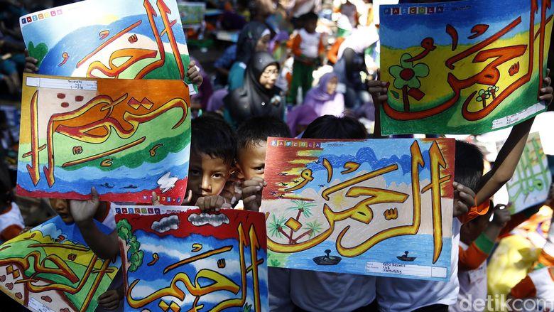 10 000 Anak Ikuti Lomba Mewarnai Kaligrafi
