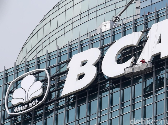 Logo Bank Central Asia (BCA) di Menara BCA, Bundaran HI, Jakarta.