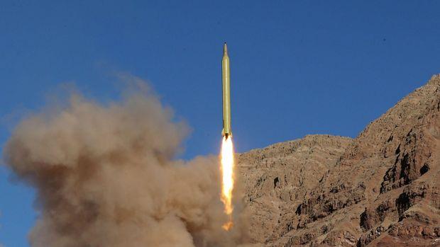 Trump menarik AS dari perjanjian nuklir Iran karena negara tersebut diduga masih mengembangkan rudal balistik.