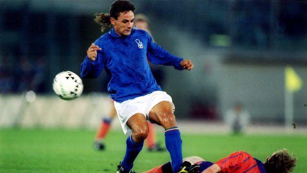 Salah satu momen sepakbola paling dikenang di 90-an adalah saat tendangan penalti Roberto Baggio gagal jadi gol di final Piala Dunia 1994