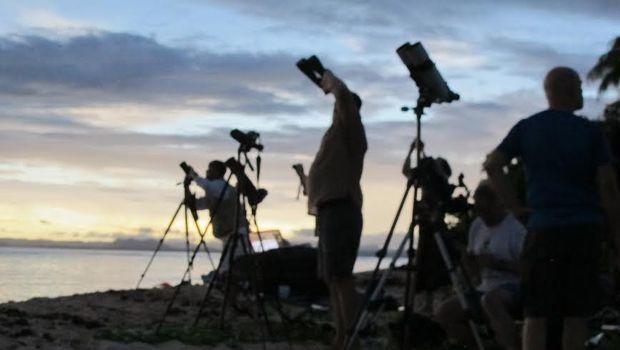 penakan gerhana matahari total di titik paling timur pulau plun beautiful