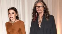 Steven Tyler Pacaran dengan Wanita 39 Tahun Lebih Muda