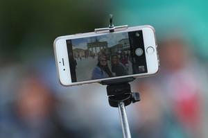 Berbagai Selfie Aneh yang Menggelikan