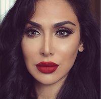 Blogger Huda Beauty Habiskan Rp 53 Juta Sebulan untuk Beli Kosmetik