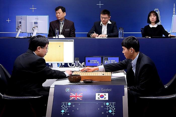 Lee Se dol saat dulu melawan AlphaGo. Foto: Getty Images