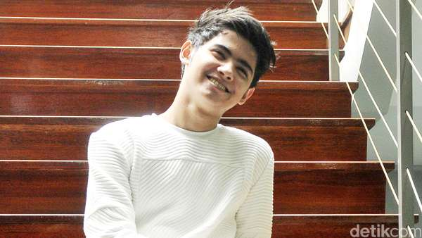 Aww, Senyuman Aliando Ini Bikin Para ABG Jatuh Hati